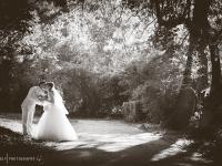 Черно бяла ссватбена фотография