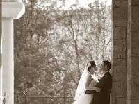 Сватбени моменти в черно бяло