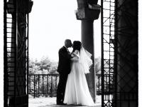 Черно бяла сватбена фотография